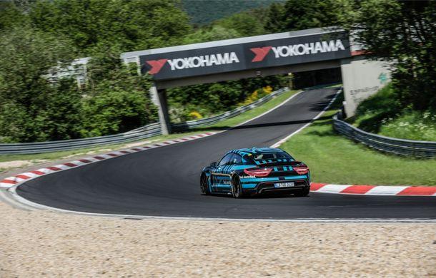 Porsche Taycan a devenit cel mai rapid sedan electric de pe Nurburgring: un exemplar de pre-serie a parcurs Iadul Verde în 7 minute și 42 de secunde - Poza 3