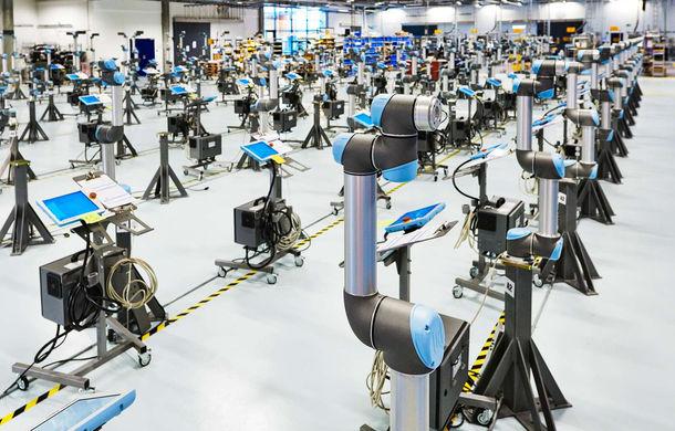 Ford introduce roboți colaborativi la uzina de la Craiova: aceștia preiau munca repetitivă de pe linia de asamblare a motoarelor - Poza 1