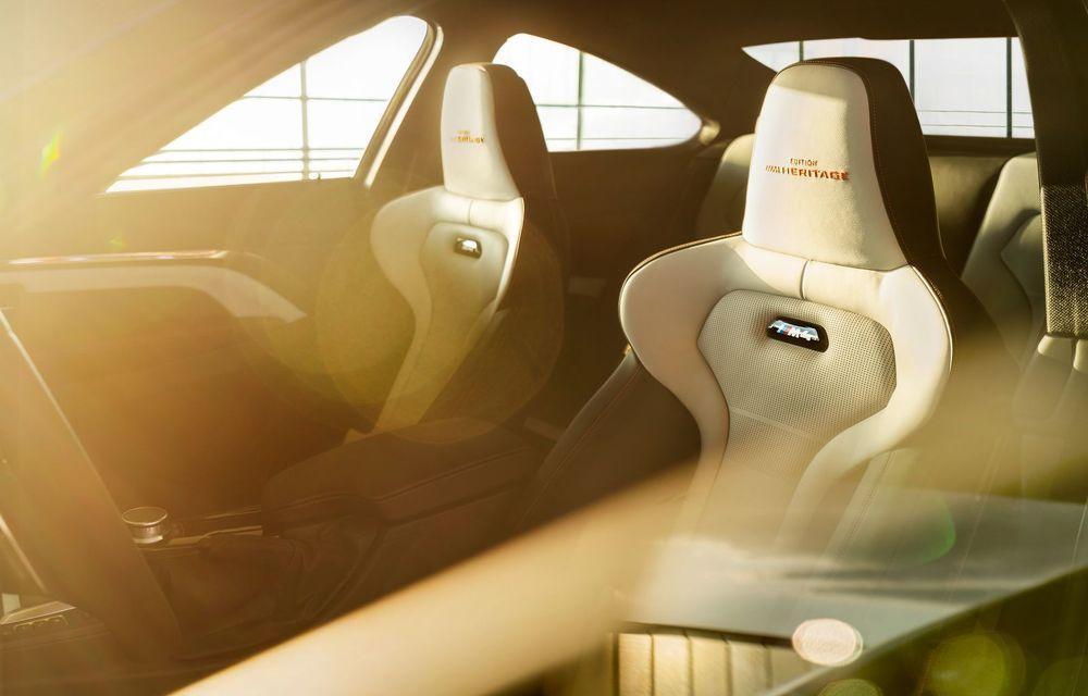 Ediție limitată pentru actualul BMW M4 Coupe: versiunea M Heritage propune culori speciale pentru caroserie, accesorii noi de interior și motorizare cu 450 CP - Poza 16