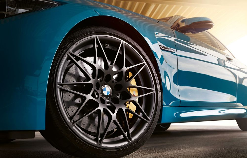 Ediție limitată pentru actualul BMW M4 Coupe: versiunea M Heritage propune culori speciale pentru caroserie, accesorii noi de interior și motorizare cu 450 CP - Poza 10