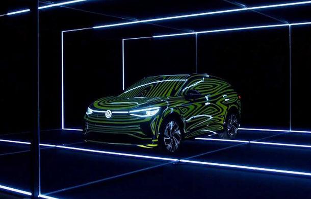 Primele teasere pentru Volkswagen ID.4: SUV-ul electric are la bază conceptul ID Crozz și va fi lansat în 2020 - Poza 1