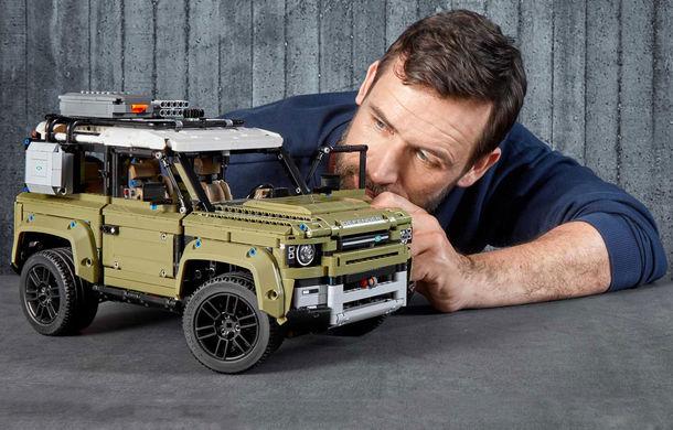Noul Land Rover Defender este oferit și în versiune Lego: pachetul conține 2.573 de piese și va fi disponibil din 1 octombrie - Poza 2