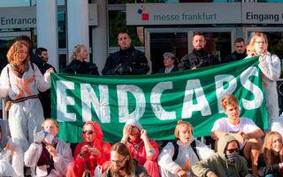 """Protest de amploare la Salonul Auto de la Frankfurt: """"Interziceți vânzările de SUV-uri!"""""""