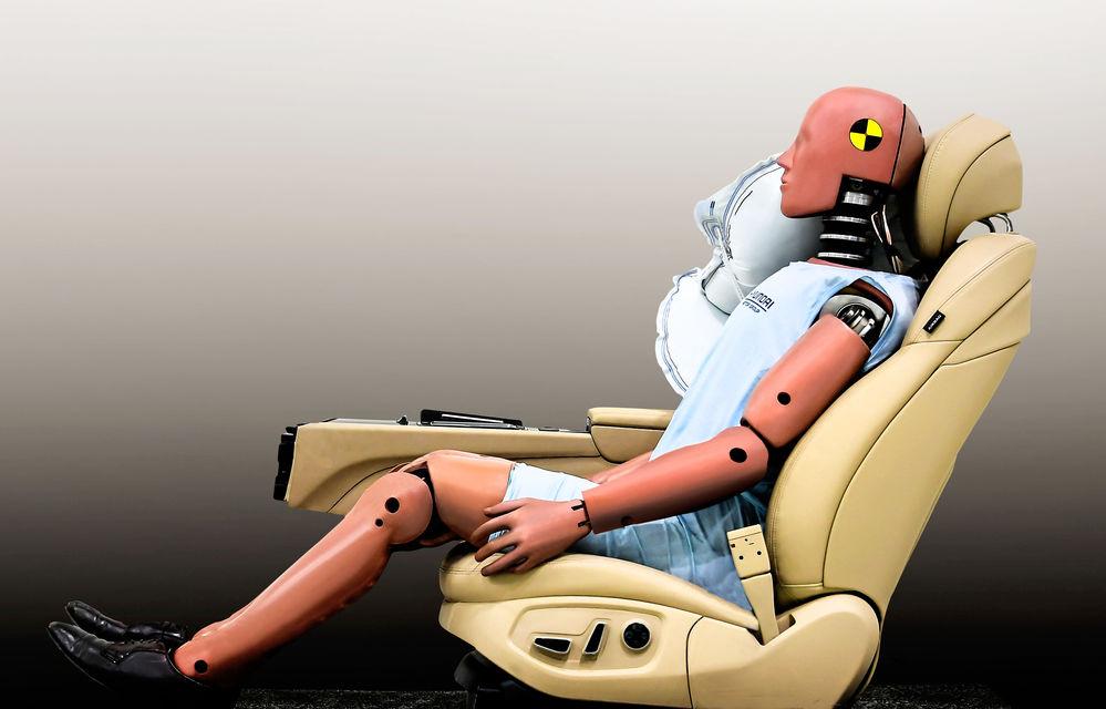 Hyundai a dezvoltat un nou airbag pentru spațiul dintre șofer și pasagerul din dreapta: airbag-ul va fi disponibil pe viitoarele modele din grup - Poza 2