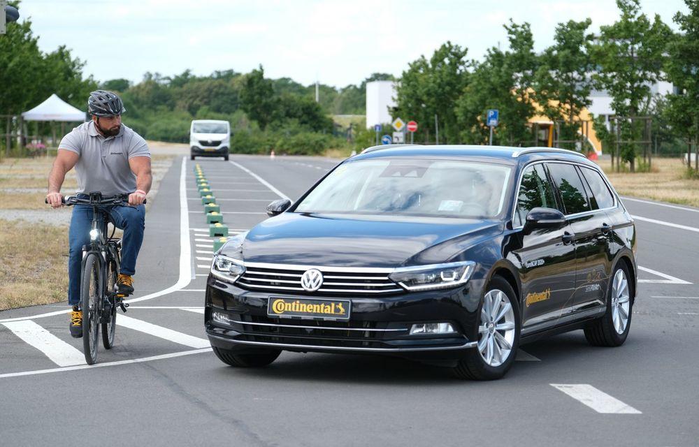 Continental prezintă tehnologiile viitorului imediat: sistem mild-hibrid la 48V cu rulare 100% electrică, siguranță sporită cu noul asistent pentru virajul la dreapta și orașele conectate ale viitorului - Poza 24