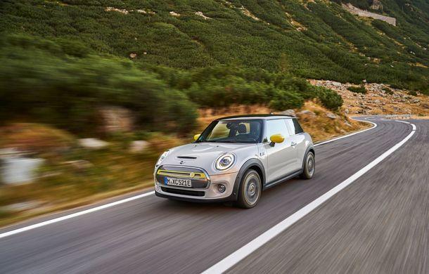 """Transfăgărășanul împlinește 45 de ani: ședință foto aniversară cu primul model electric Mini pe """"cea mai frumoasă șosea din lume"""" - Poza 45"""