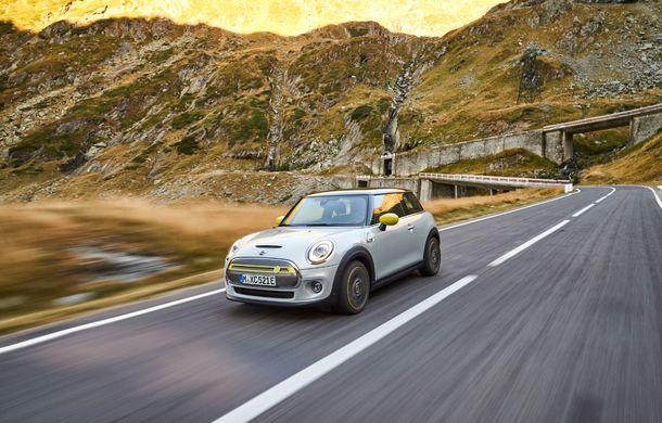 """Transfăgărășanul împlinește 45 de ani: ședință foto aniversară cu primul model electric Mini pe """"cea mai frumoasă șosea din lume"""" - Poza 58"""