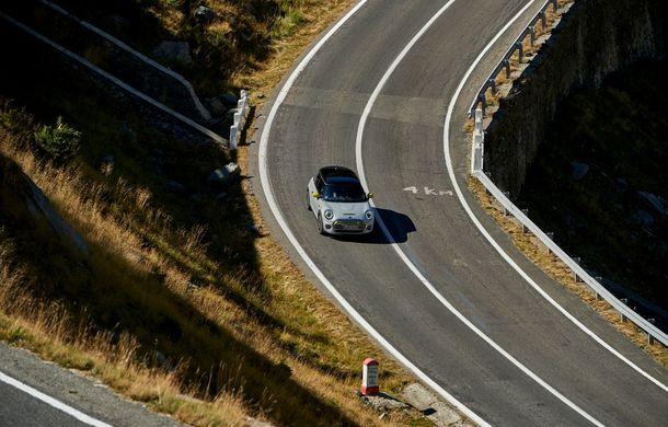 """Transfăgărășanul împlinește 45 de ani: ședință foto aniversară cu primul model electric Mini pe """"cea mai frumoasă șosea din lume"""" - Poza 38"""