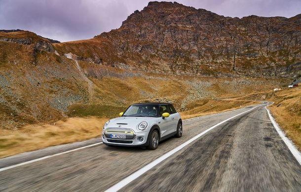 """Transfăgărășanul împlinește 45 de ani: ședință foto aniversară cu primul model electric Mini pe """"cea mai frumoasă șosea din lume"""" - Poza 26"""