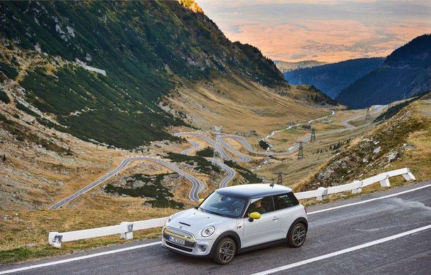 """Transfăgărășanul împlinește 45 de ani: ședință foto aniversară cu primul model electric Mini pe """"cea mai frumoasă șosea din lume"""" - Poza 35"""