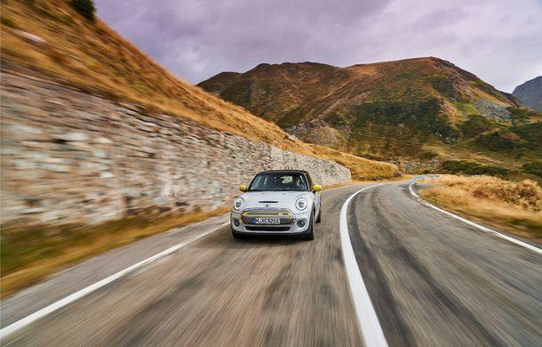 """Transfăgărășanul împlinește 45 de ani: ședință foto aniversară cu primul model electric Mini pe """"cea mai frumoasă șosea din lume"""" - Poza 28"""
