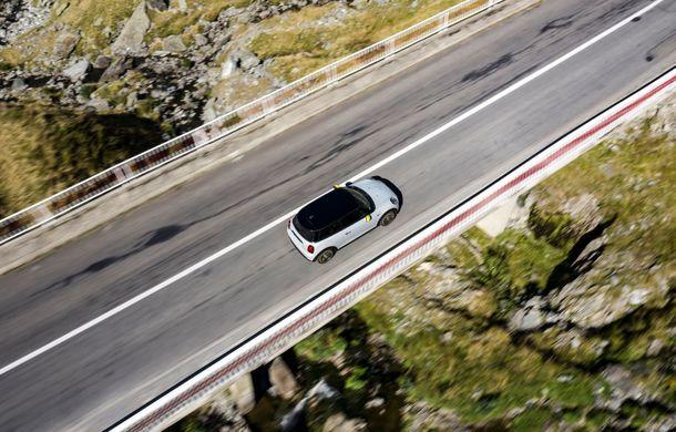 """Transfăgărășanul împlinește 45 de ani: ședință foto aniversară cu primul model electric Mini pe """"cea mai frumoasă șosea din lume"""" - Poza 16"""