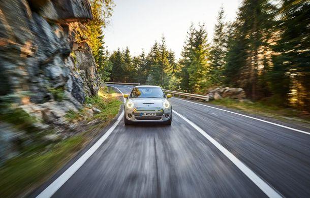 """Transfăgărășanul împlinește 45 de ani: ședință foto aniversară cu primul model electric Mini pe """"cea mai frumoasă șosea din lume"""" - Poza 61"""