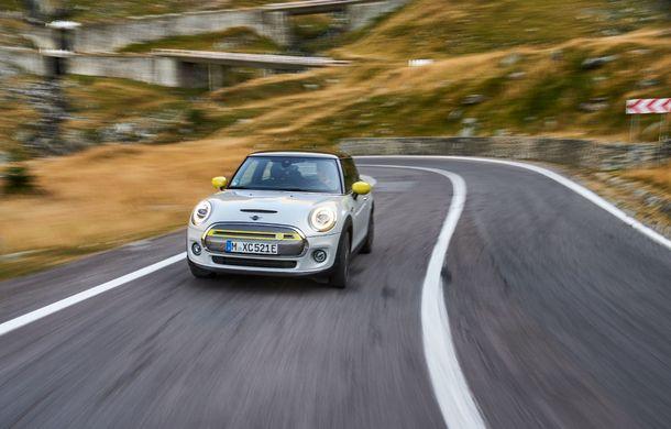 """Transfăgărășanul împlinește 45 de ani: ședință foto aniversară cu primul model electric Mini pe """"cea mai frumoasă șosea din lume"""" - Poza 46"""
