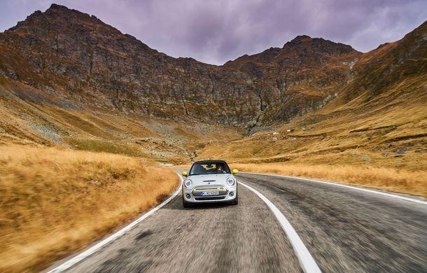 """Transfăgărășanul împlinește 45 de ani: ședință foto aniversară cu primul model electric Mini pe """"cea mai frumoasă șosea din lume"""" - Poza 27"""