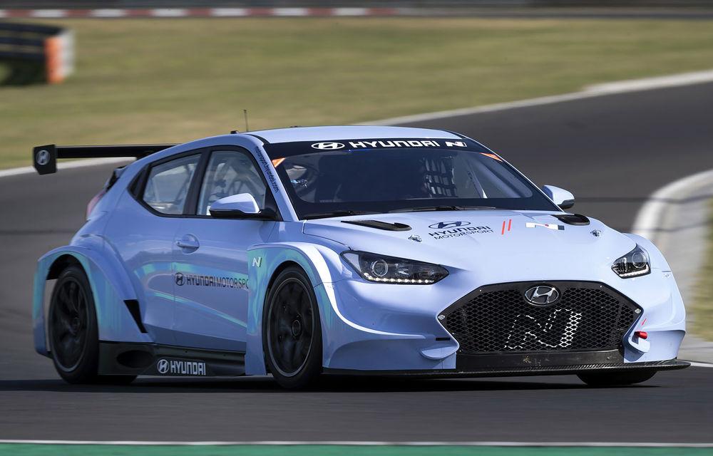 Prima apariție pe circuit a lui Hyundai Veloster N ETCR: producătorul asiatic a testat modelul electric la Hungaroring - Poza 1