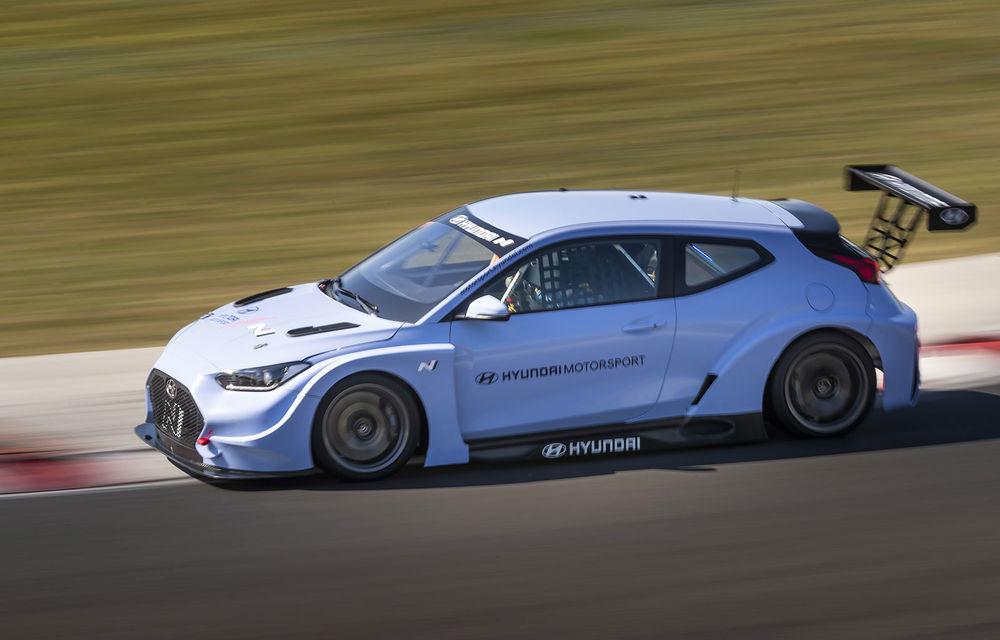 Prima apariție pe circuit a lui Hyundai Veloster N ETCR: producătorul asiatic a testat modelul electric la Hungaroring - Poza 3