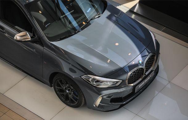 BMW a prezentat noul Seria 1 în România: interfață iDrive disponibilă în limba română și informații despre trafic în timp real. Preț de pornire de 27.600 de euro - Poza 8