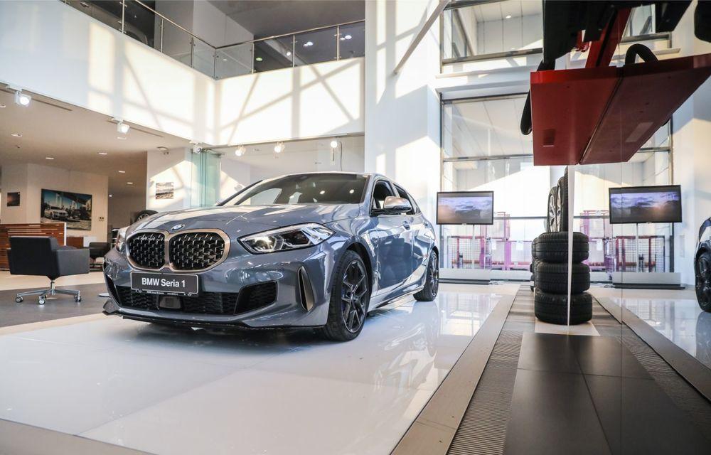 BMW a prezentat noul Seria 1 în România: interfață iDrive disponibilă în limba română și informații despre trafic în timp real. Preț de pornire de 27.600 de euro - Poza 2
