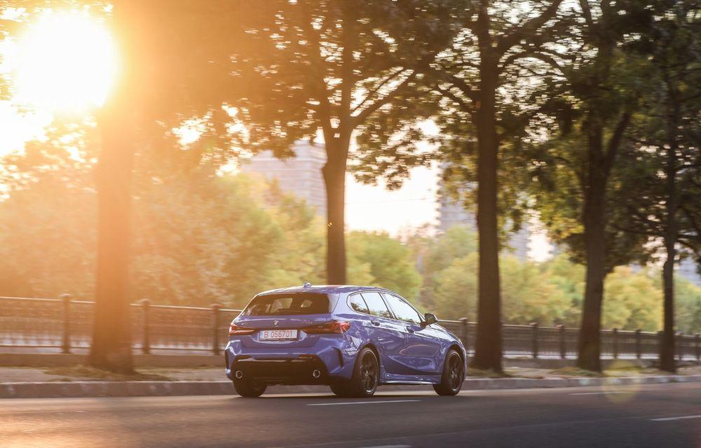 BMW a prezentat noul Seria 1 în România: interfață iDrive disponibilă în limba română și informații despre trafic în timp real. Preț de pornire de 27.600 de euro - Poza 52