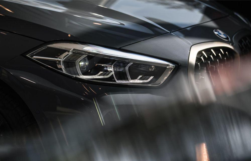 BMW a prezentat noul Seria 1 în România: interfață iDrive disponibilă în limba română și informații despre trafic în timp real. Preț de pornire de 27.600 de euro - Poza 11
