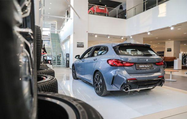 BMW a prezentat noul Seria 1 în România: interfață iDrive disponibilă în limba română și informații despre trafic în timp real. Preț de pornire de 27.600 de euro - Poza 5