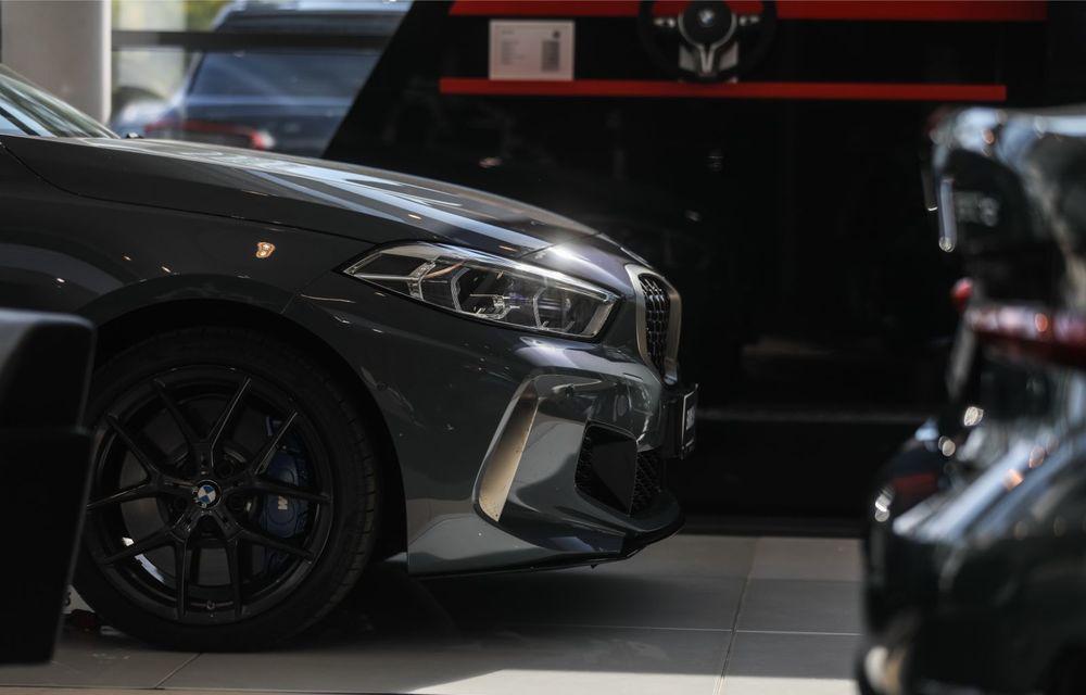 BMW a prezentat noul Seria 1 în România: interfață iDrive disponibilă în limba română și informații despre trafic în timp real. Preț de pornire de 27.600 de euro - Poza 7