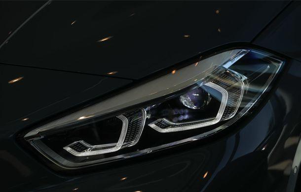 BMW a prezentat noul Seria 1 în România: interfață iDrive disponibilă în limba română și informații despre trafic în timp real. Preț de pornire de 27.600 de euro - Poza 12