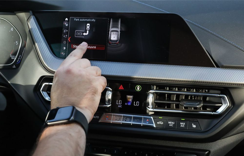 BMW a prezentat noul Seria 1 în România: interfață iDrive disponibilă în limba română și informații despre trafic în timp real. Preț de pornire de 27.600 de euro - Poza 48