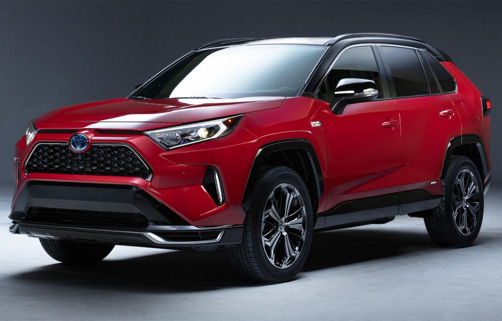 Toyota RAV4 va primi în premieră o versiune plug-in hybrid: prezentarea oficială va avea loc în 20 noiembrie - Poza 1