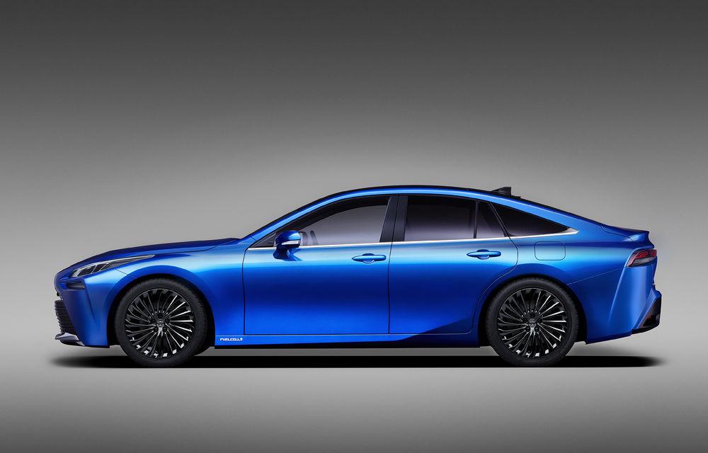 Primele imagini cu versiunea de pre-serie a noii generații Toyota Mirai: design modern, tracțiune spate și autonomie cu 30% mai mare - Poza 2