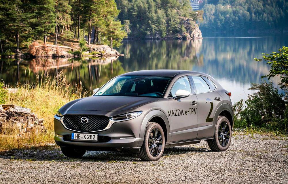 """Video. Mazda oferă detalii despre interiorul primului său model electric: """"Spațiile libere din jurul consolei centrale vor genera o conexiune între șofer și pasager"""" - Poza 1"""