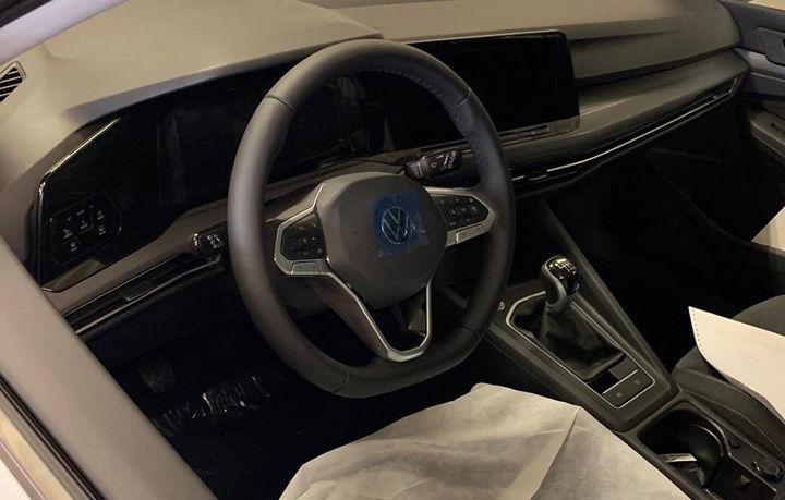 Primele imagini cu noua generație Volkswagen Golf de pe linia de producție: prezentarea oficială va avea loc în 24 octombrie - Poza 2