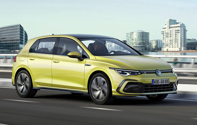 """Acesta este noul Volkswagen Golf: primele imagini cu modelul compact, """"scăpate"""" pe internet înainte de prezentarea oficială - Poza 1"""