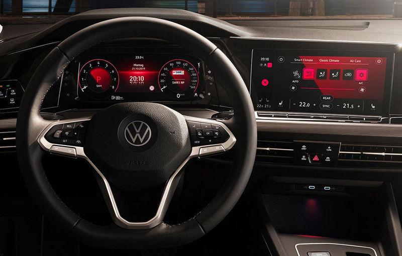 """Acesta este noul Volkswagen Golf: primele imagini cu modelul compact, """"scăpate"""" pe internet înainte de prezentarea oficială - Poza 11"""