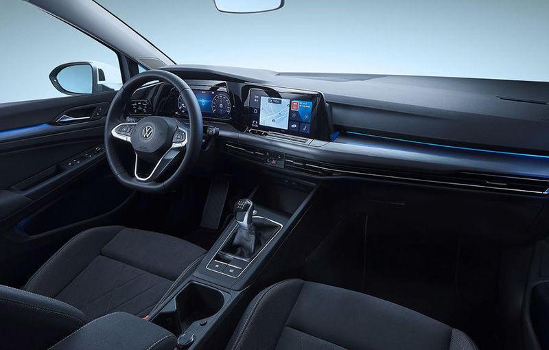 """Acesta este noul Volkswagen Golf: primele imagini cu modelul compact, """"scăpate"""" pe internet înainte de prezentarea oficială - Poza 9"""
