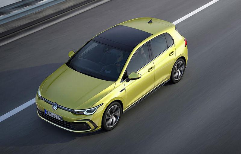 """Acesta este noul Volkswagen Golf: primele imagini cu modelul compact, """"scăpate"""" pe internet înainte de prezentarea oficială - Poza 2"""
