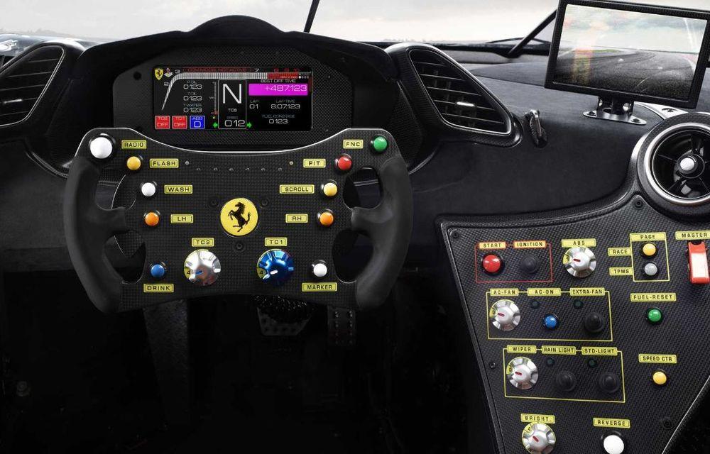 Ferrari a publicat primele imagini și detalii cu 488 Challenge EVO: italienii au pregătit modificări exterioare generoase și un sistem de frânare îmbunătățit - Poza 3