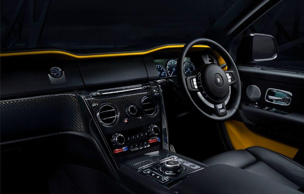 Rolls-Royce a lansat Cullinan Black Badge: modificări estetice și motor V12 cu 600 CP pentru cel mai scump SUV de serie - Poza 10