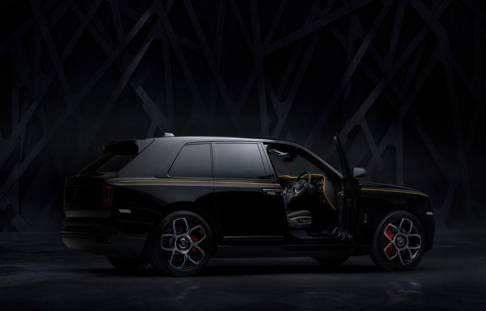 Rolls-Royce a lansat Cullinan Black Badge: modificări estetice și motor V12 cu 600 CP pentru cel mai scump SUV de serie - Poza 6