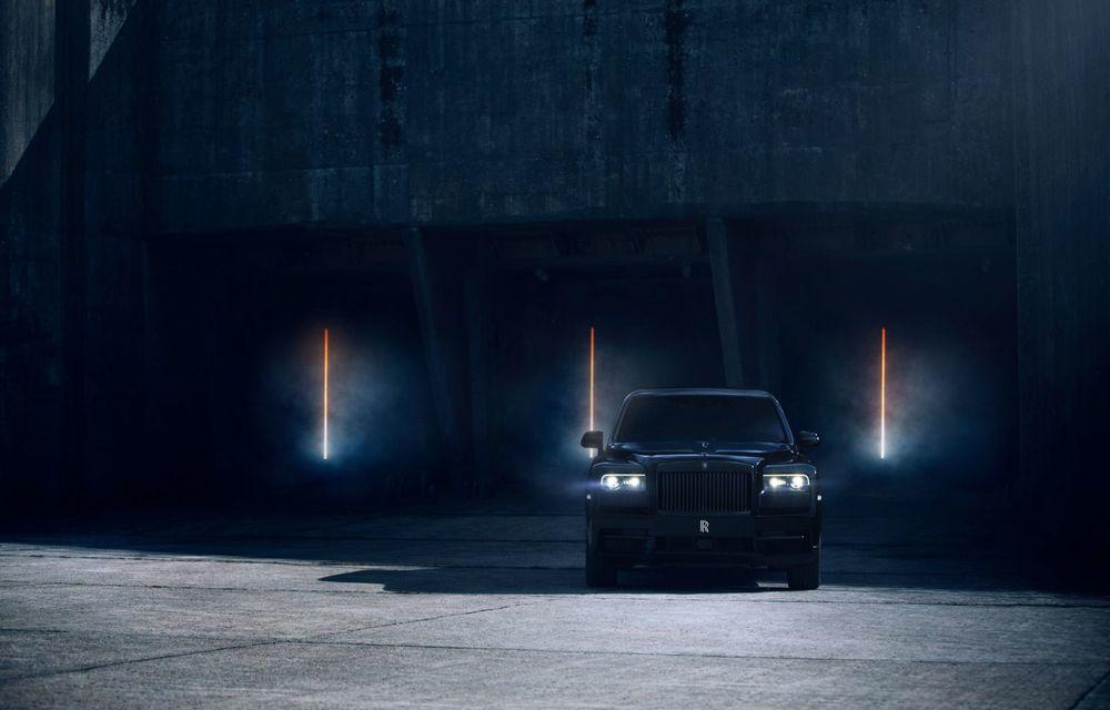 Rolls-Royce a lansat Cullinan Black Badge: modificări estetice și motor V12 cu 600 CP pentru cel mai scump SUV de serie - Poza 2