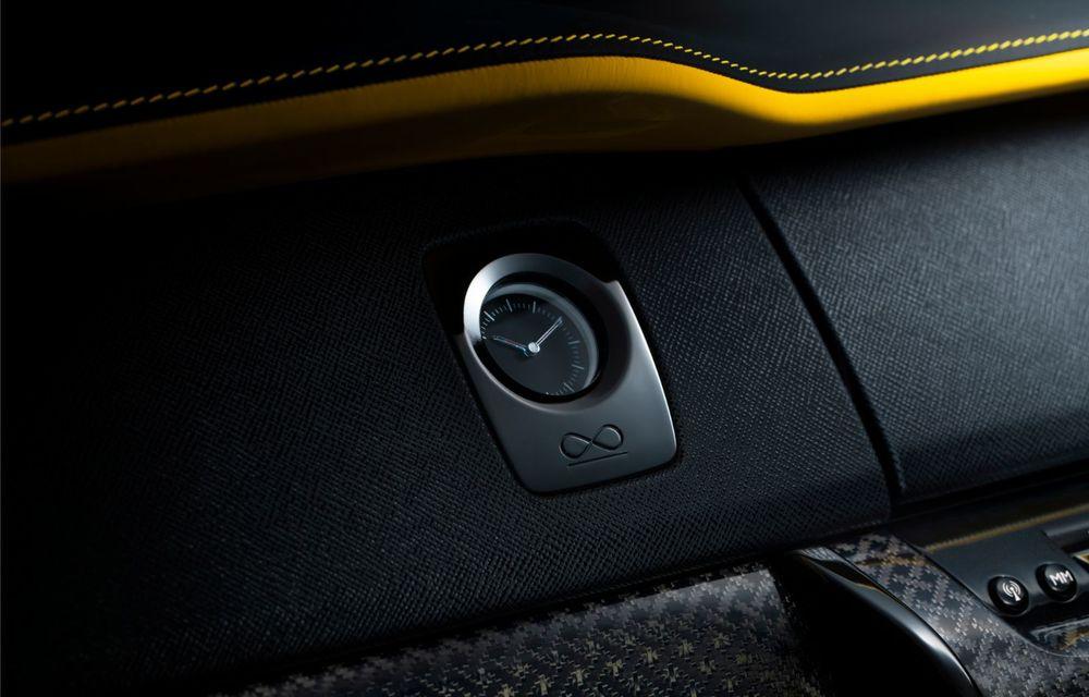 Rolls-Royce a lansat Cullinan Black Badge: modificări estetice și motor V12 cu 600 CP pentru cel mai scump SUV de serie - Poza 12