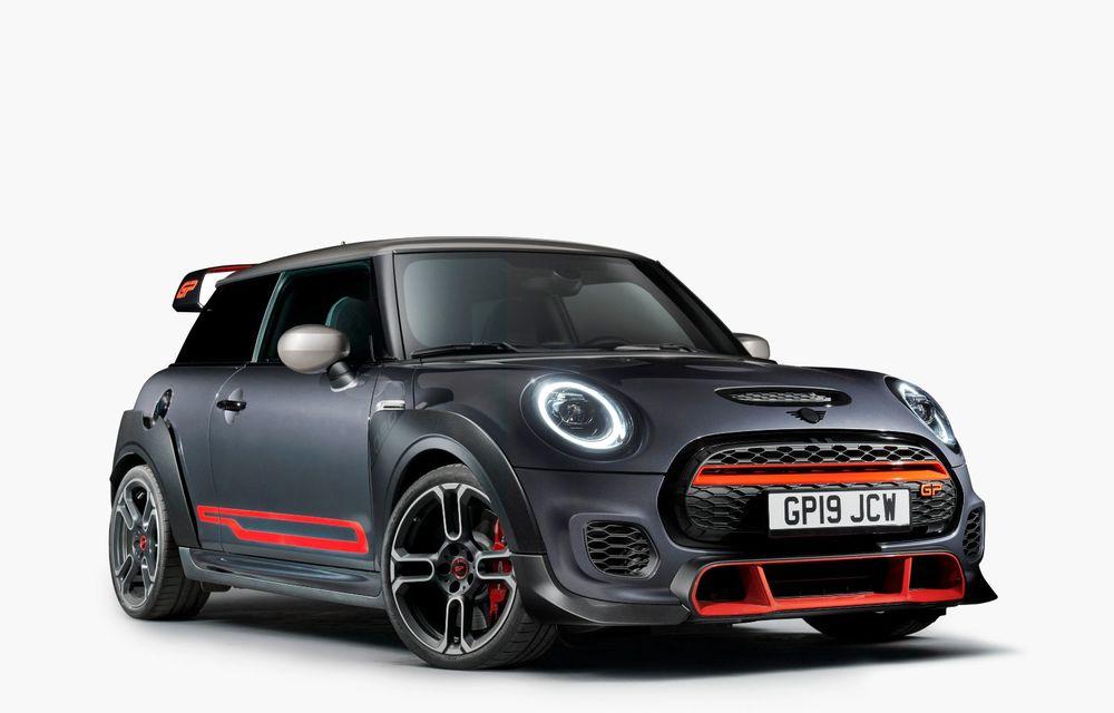 Mini a prezentat noul John Cooper Works GP: cel mai rapid model de serie al britanicilor are 306 CP și accelerează de la 0 la 100 km/h în 5.2 secunde - Poza 2