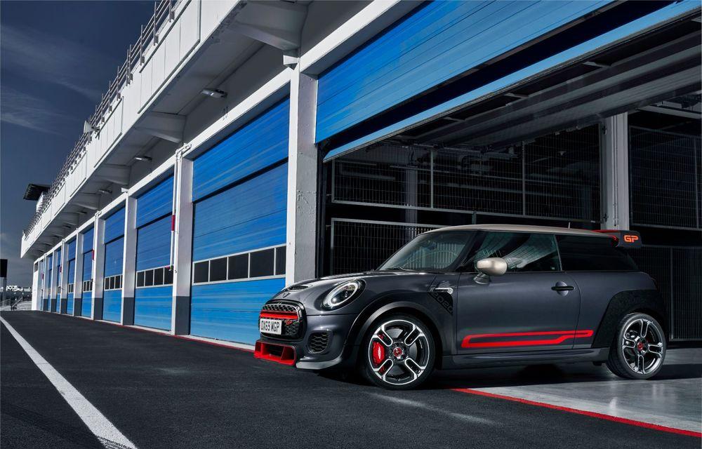 Mini a prezentat noul John Cooper Works GP: cel mai rapid model de serie al britanicilor are 306 CP și accelerează de la 0 la 100 km/h în 5.2 secunde - Poza 12