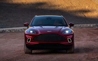 Aston Martin DBX va primi versiuni noi: SUV-ul britanic ar urma să fie disponibil și cu o motorizare V12