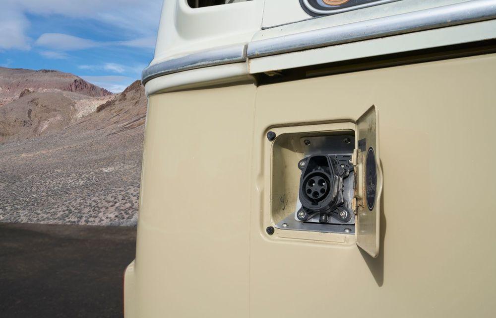 Un Volkswagen Type 2 din 1972 a fost transformat în vehicul electric: motor de 136 de cai putere și autonomie de 200 de kilometri - Poza 12