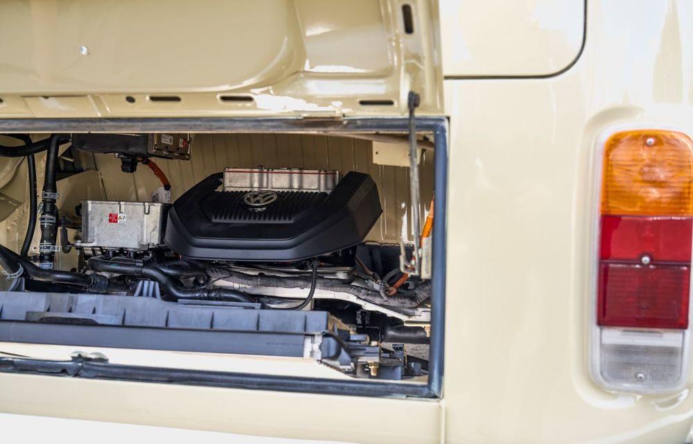 Un Volkswagen Type 2 din 1972 a fost transformat în vehicul electric: motor de 136 de cai putere și autonomie de 200 de kilometri - Poza 19