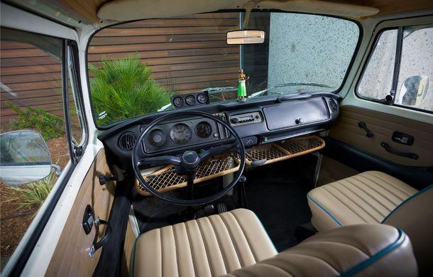 Un Volkswagen Type 2 din 1972 a fost transformat în vehicul electric: motor de 136 de cai putere și autonomie de 200 de kilometri - Poza 17