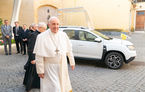 Papa Francis a primit cadou un Dacia Duster: SUV-ul a fost adaptat la nevoile de mobilitate ale Suveranului Pontif