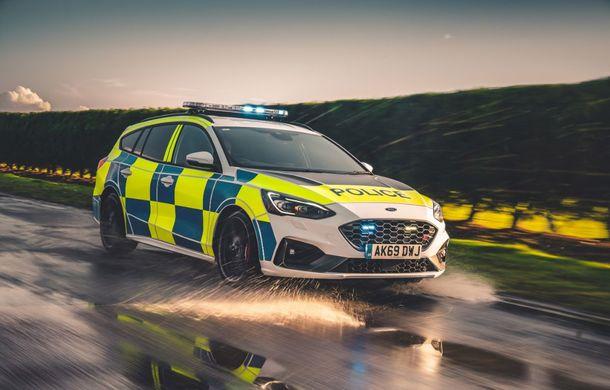 Pentru urmăriri în off-road: pick-up-ul sport Ford Ranger Raptor intră în flota poliției din Marea Britanie - Poza 11